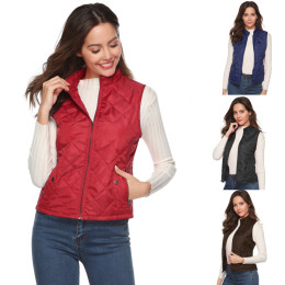 Sleeveless women's cotton vest with pockets