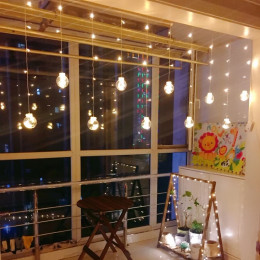 Light chain with Christmas balls: Decorate with atmospheric Christmas lights